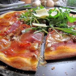 Pizza con Salami e Rucola