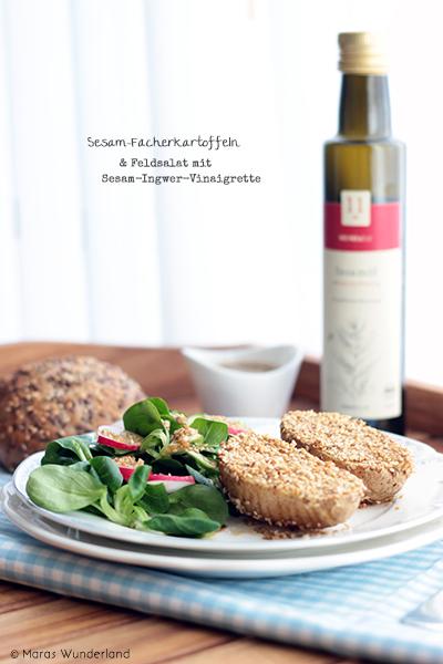 Sesam-Fächerkartoffeln und Feldsalat