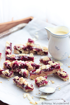 Red Berry Crumble Bars