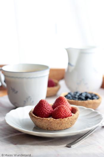 Puddingnester mit Sommerfrüchten