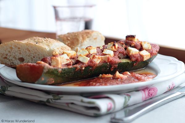 Gefüllte Zucchini mit Fladenbrot