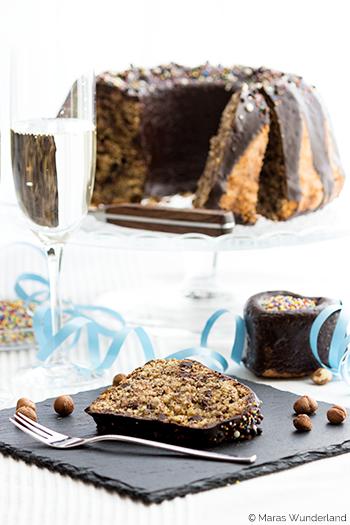 bunter Schoko-Nuss-Kuchen