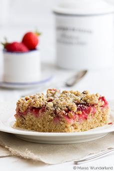 Erdbeer-Nuss-Streuselkuchen