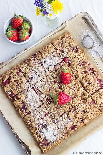 Erdbeer-Streusel-Schnitten mit Mandeln