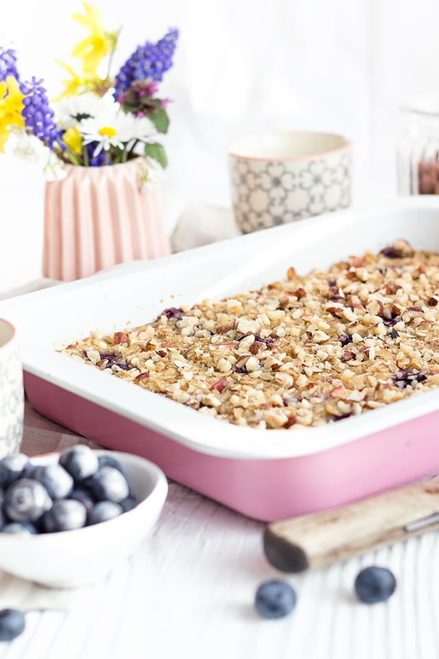 Baked Oatmeal mit Äpfeln und Heidelbeeren
