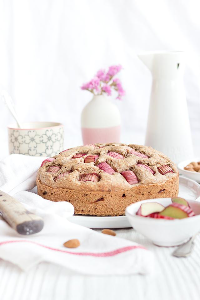 gesunder Rhabarber-Rührkuchen