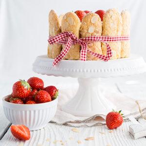 Erdbeer-Bienenstich-Charlotte