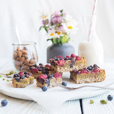 Gesunder Beeren-Pistazien-Kuchen