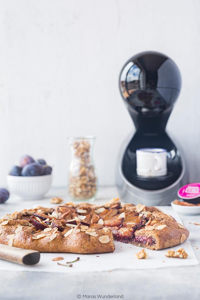 Zwetschgen-Galette mit Kaffee-Walnuss-Creme