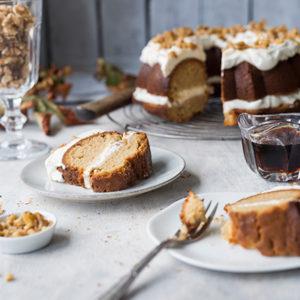 Maple Cake mit karamellisierten Walnüssen