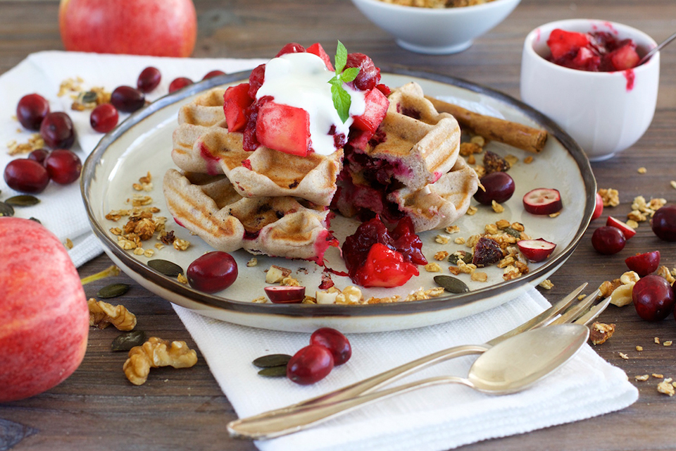 Cranberry-Waffeln mit Apfel-Cranberry-Kompott