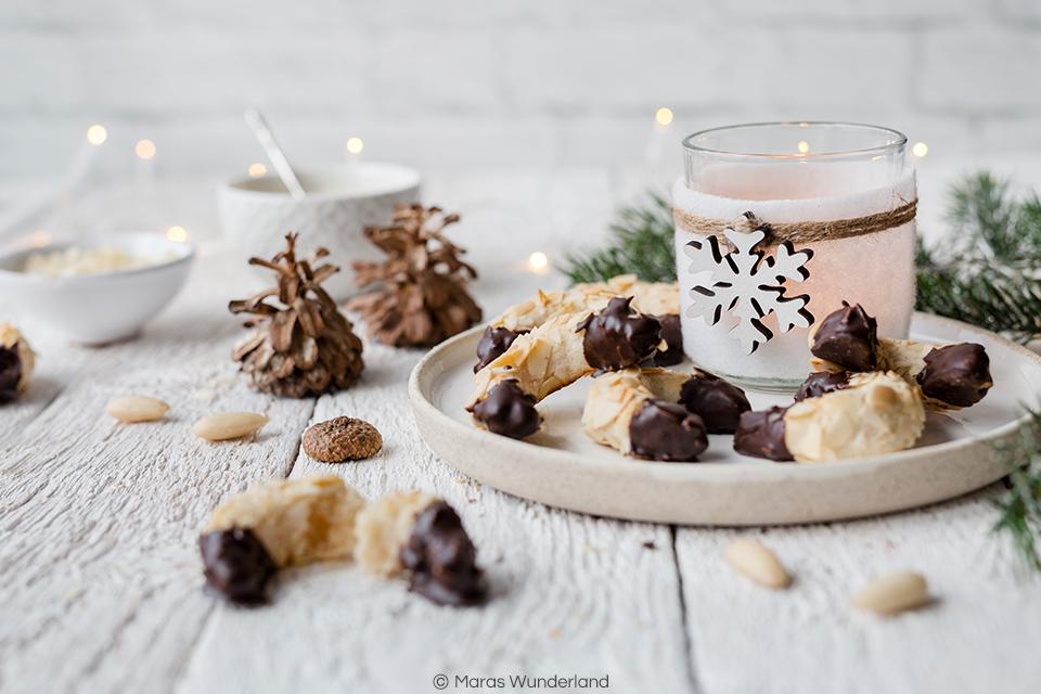 {Werbung} Rezept für Mandel-Marzipan-Kipferl. Super leckere Weihnachtsplätzchen. Schnell und einfach gemacht. • Maras Wunderland #plätzchen #weihnachtsplätzchen #weihnachtsbäckerei #christmascookies #kipferl #marzipan