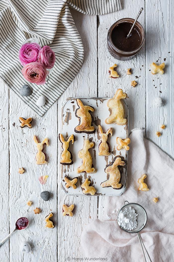Rezept für dreierlei gefüllte Blätterteig-Hasen: selbstgemachter Schoko-Nuss-Aufstrich, Marmelade und Marzipan. Perfekt fürs Osterfets und für das Backen mit Kindern.