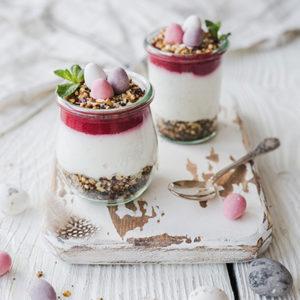Beeren-Mohn-Dessert zu Ostern