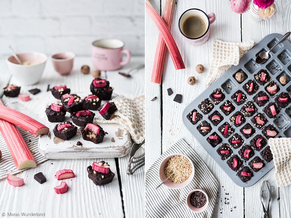 {Werbung} Rezept für gesündere Rhabarber Brownie BItes mit Cookie Dough Kern. Schnell und einfach gemacht.