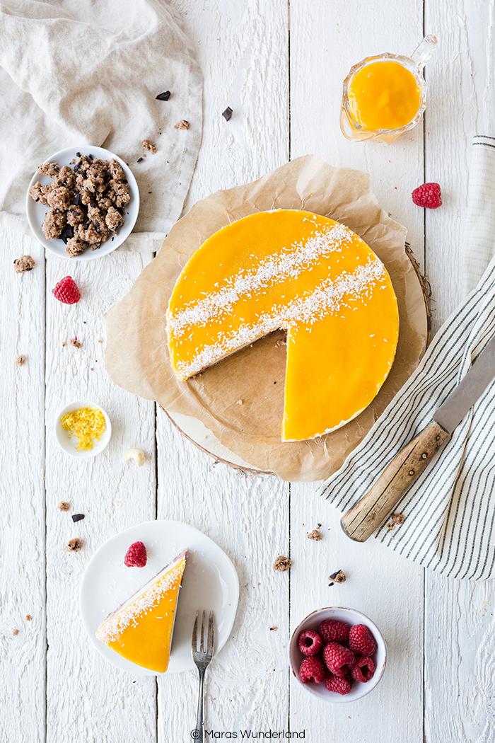 Einfaches Rezept für einen veganen & gesunden Mango Raspberry Cheesecake. Die perfekte No Bake Alternative für heiße Sommertage.