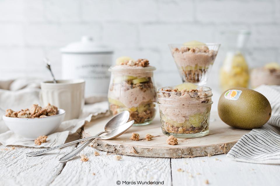 {Werbung} Schnelles und einfaches Rezept für ein gesundes Kiwi-Dessert mit Streuseln und viel Protein.