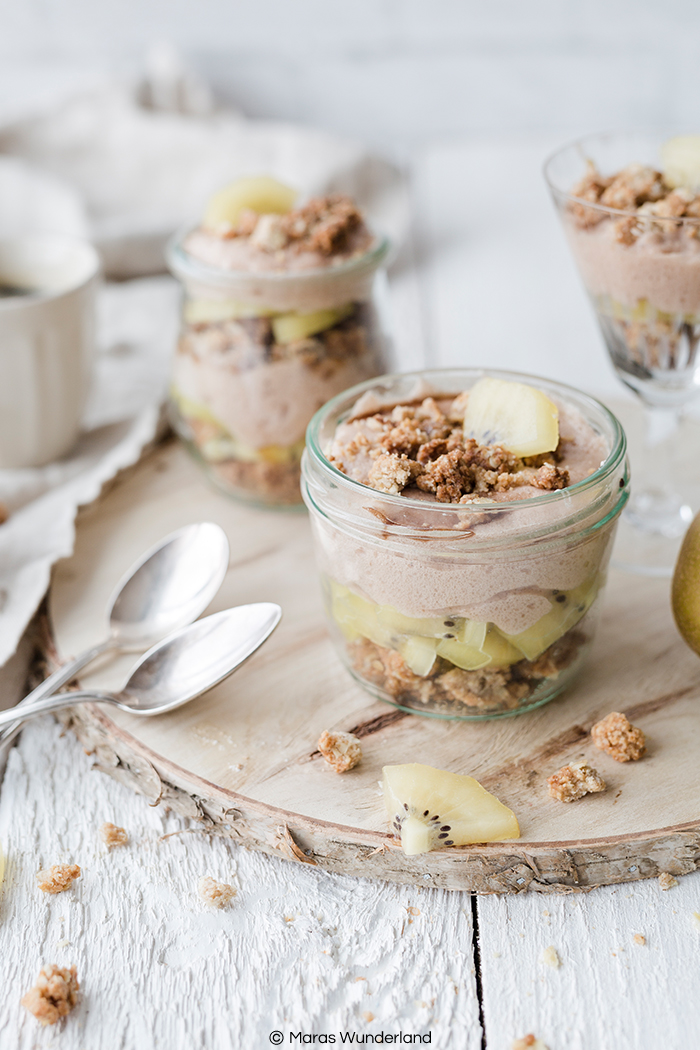 Schnelles und einfaches Rezept für ein gesundes Kiwi-Dessert mit Streuseln und viel Protein.