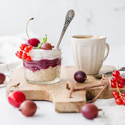 Beeren Stracciatella Minz Dessert