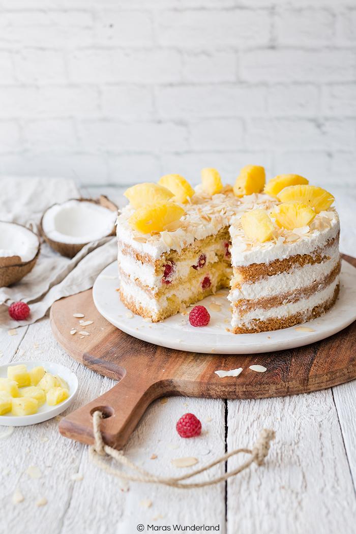 Ein einfaches Rezept für eine erfrischende, fruchtige Ananas-Kokos-Torte - perfekt für den Sommer.