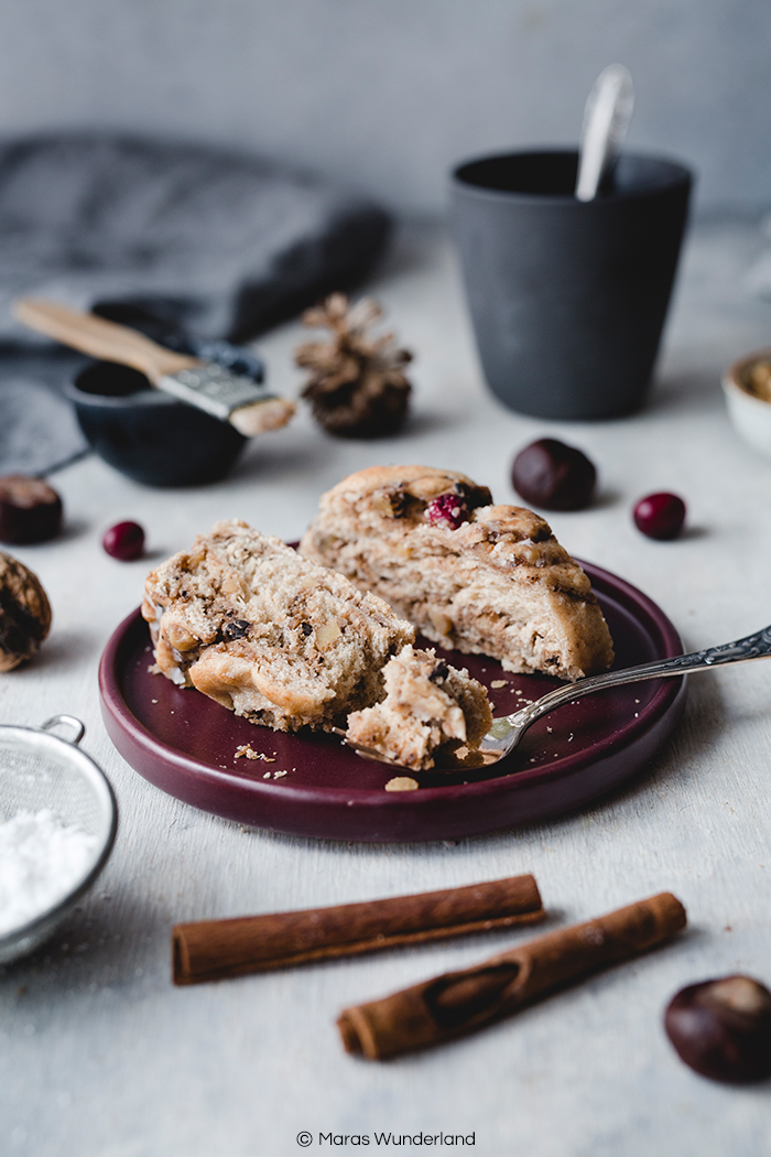 Rezept für veganen, gesünderen Maronen Hefekranz mit Walnüssen & Cranberries. Perfekt in Herbst, Winter und zur Weihnachtszeit. Super saftig und aromatisch. • Maras Wunderland #maronen #hefekranz #walnüsse #hefeteig #hefezopf #maronenrezept #gesünderbacken #gesundbacken #weihnachtsrezept #rezept #maraswunderland