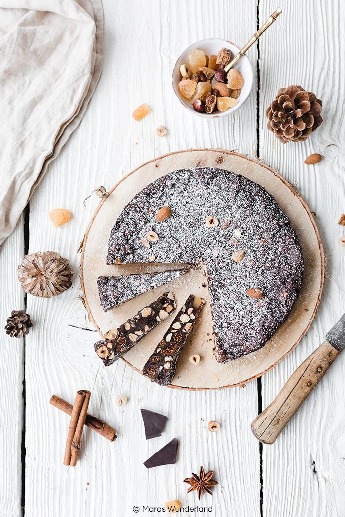 Italienische Klassiker: Schoko-Panforte. Super einfaches und schnelles Rezept. Wunderbar schokoladig, nussig und würzig - perfekt für die Weihnachtszeit. • Maras Wunderland #weihnachtsbäckerei #weihnachtssüß #weihnachtsrezept #panforte #schokopanforte #klassiker #italien #maraswunderland #rezept #schokolade #schokokuchen
