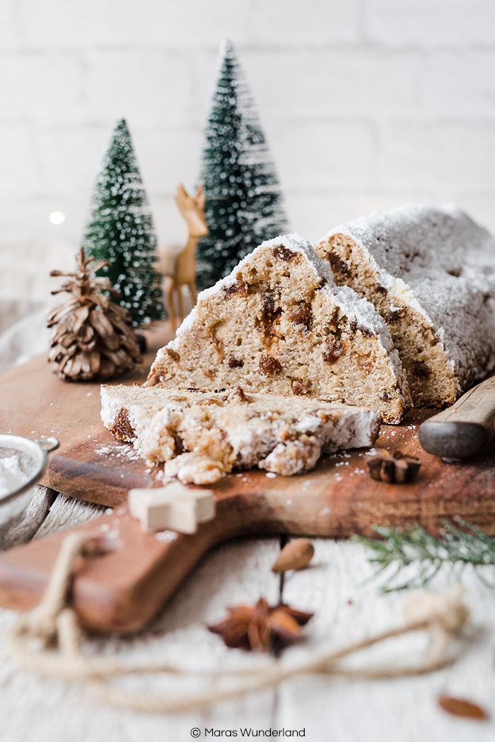 Rezept für gesünderen Quarkstollen. Mit Vollkornmehl und Erythrit. Ohne Zitronat & Orangeat, mit Rosinen und Feigen. Perfekt für die Weihnachtszeit. Schnell und einfach gemacht. • Maras Wunderland #maraswunderland #stollen #christstollen #quarkstollen #weihnachtsrezept #christmastreat #weihnachtsklassiker