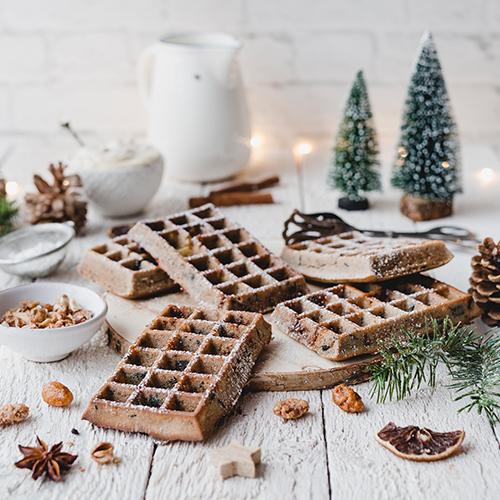 Gesündere Weihnachtswaffeln mit Marzipan-Creme
