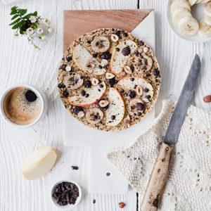 Gesunde, vegane, glutenfreie Frühstückspizza