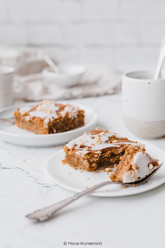 Rezept für gesunden Karottenkuchen. Einfach und schnell gemacht - super saftig und lecker. perfekt fürs Osterfest. • Maras Wunderland #maraswunderland #gesundbacken #gesunderkuchen #blechkuchen #karottenkuchen #osterkuchen #carrotcake #eastertreat #easter