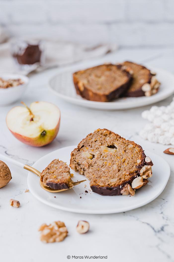 Rezept für gesünderer Apfel-Kürbiskuchen mit Banane und Kürbis. Einfacher und schneller Rührkuchen mit Öl für den Herbst. • Maras Wunderland #kürbiskuchen #apfelkuchen #bananenkuchen #bananabread #applecake #pumpkincake #gesundbacken #nusskuchen