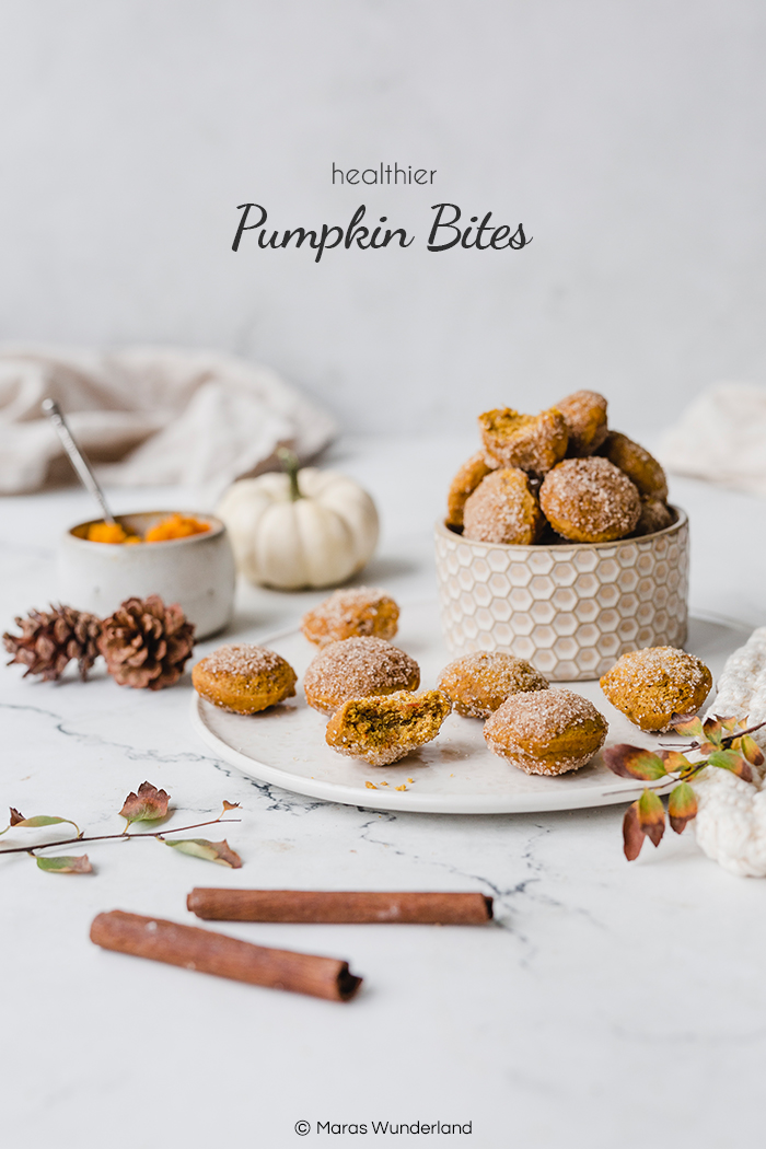 Rezept für gesündere Pumpkin Bites. Schnell und einfach gemacht. Saftig und super lecker. Auch perfekt für Halloween. #pumpkinbites #halloweentreat #kürbiskuchen #pumpkincake #kürbissnack #healthysnack #gesundbacken #halloween