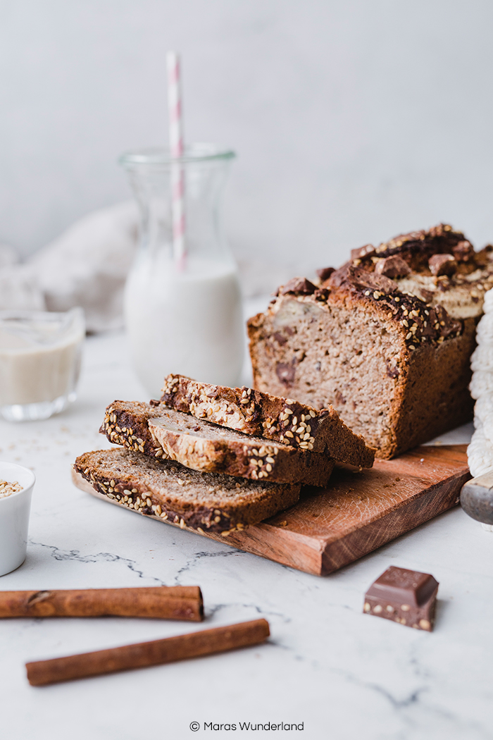 Rezept für gesundes, veganes Tahini Banana Bread mit Schokolade. Richtig schnell und einfach gemacht. Perfekt zum Frühstück oder zum Kaffee. • Maras Wunderland #bananabread #bananenbrot #bananachocolate #maraswunderland #vegancake #veganbacken #veganerkuchen #veganerezepte #veganerkuchen