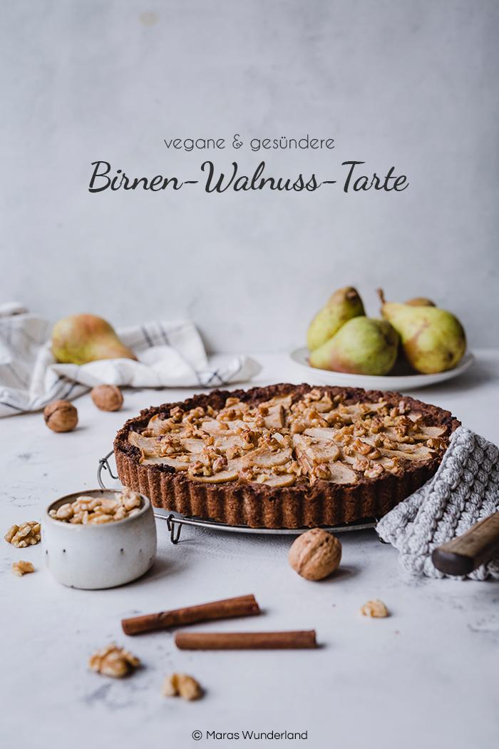 Vegane Birnen-Walnuss-Tart. Gesünder und so richtig lecker mit knusprigem Mürbeteig, aromatischer Walnüssfüllung und saftiger Birne. Perfekt für den Herbst. • Maras Wunderland #tart #peartart #birnenkuchen #birnentart #nusskuchen #herbstkuchen #veganbacken #vegan #vegancake #gesundbacken #gesunderkuchen width=