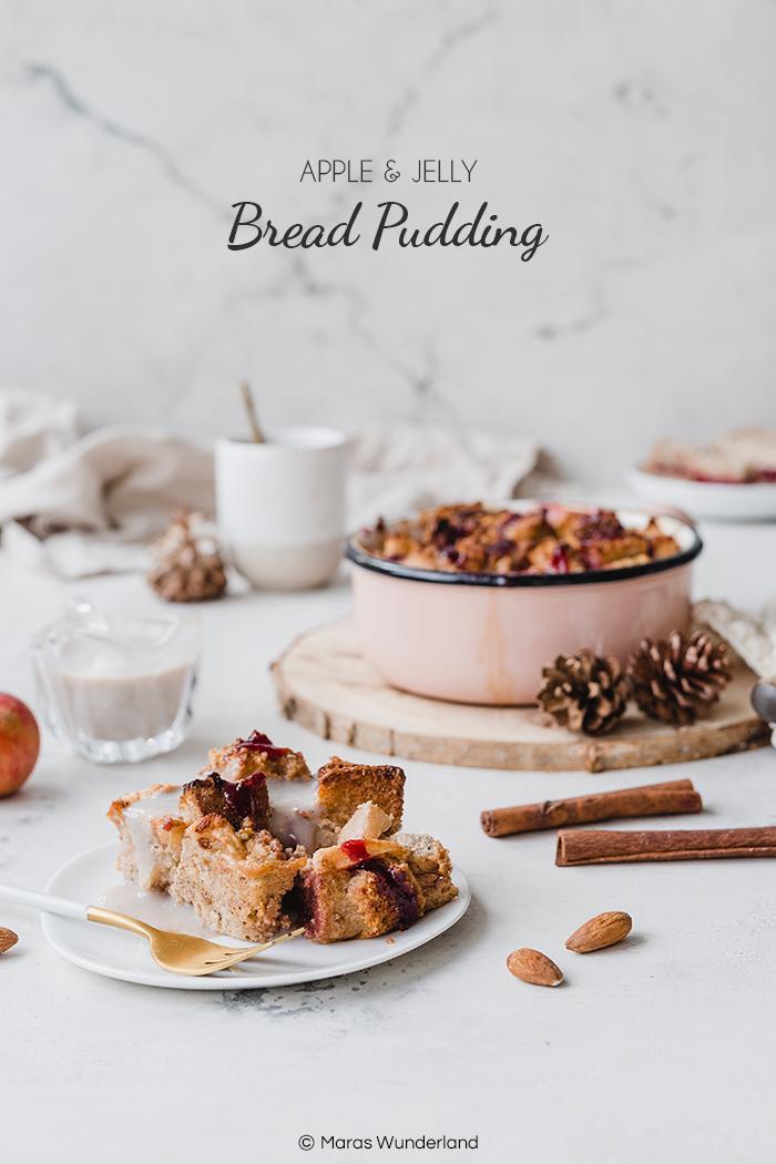 Einfaches und schnelles Rezept für Jelly Apple Bread Pudding, ähnlich dem deutschen Ofenschlupfer mit Äpfeln. Super Soulfood, Dessert oder Frühstück. • Maras Wunderland #breadpudding #pfenschlupfer #kirschmichel #dessert #nachtisch #soulfood #gesundesdessert #healthydessert #christmasdessert #chrismasbreakfast #weihnachtsfrühstück #maraswunderland #apfeldessert #appledessert