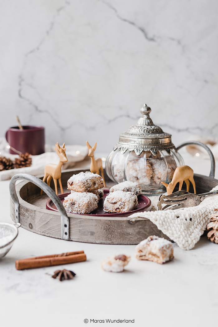 Rezept für gesünderes Kokos-Stollen-Konfekt. Eine herrliche Variante des Weihnachtsklassikers. Einfach herzustellen und gut vorzubereiten. • Maras Wunderland #stollen #stollenkonfekt #kokosstollen #christmastreat #weihnachtsgebäck #weihnachten #maraswunderland
