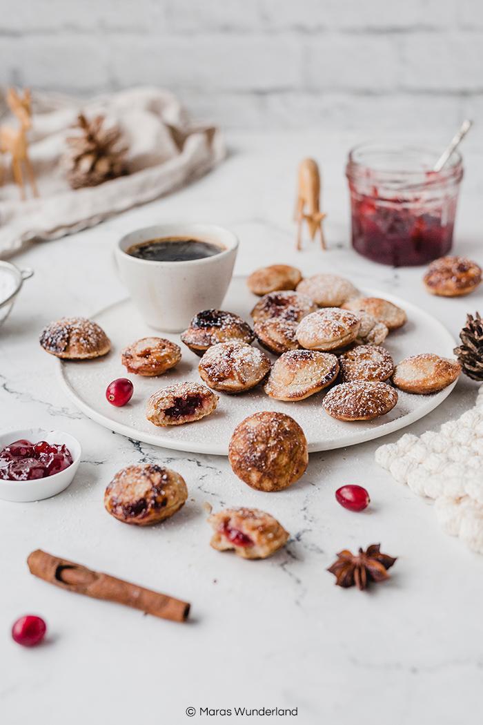 Rezept für gesündere Poffertjes - wahlweise mit Marmelade gefüllt. Der Klassiker auf jedem Weihnachtsmarkt. Super lecker. • Maras Wunderland #poffertjes #weihnachtsmarkt #christmastreat #yeast #maraswunderland #weihnachtsrezept #christmasrecipe