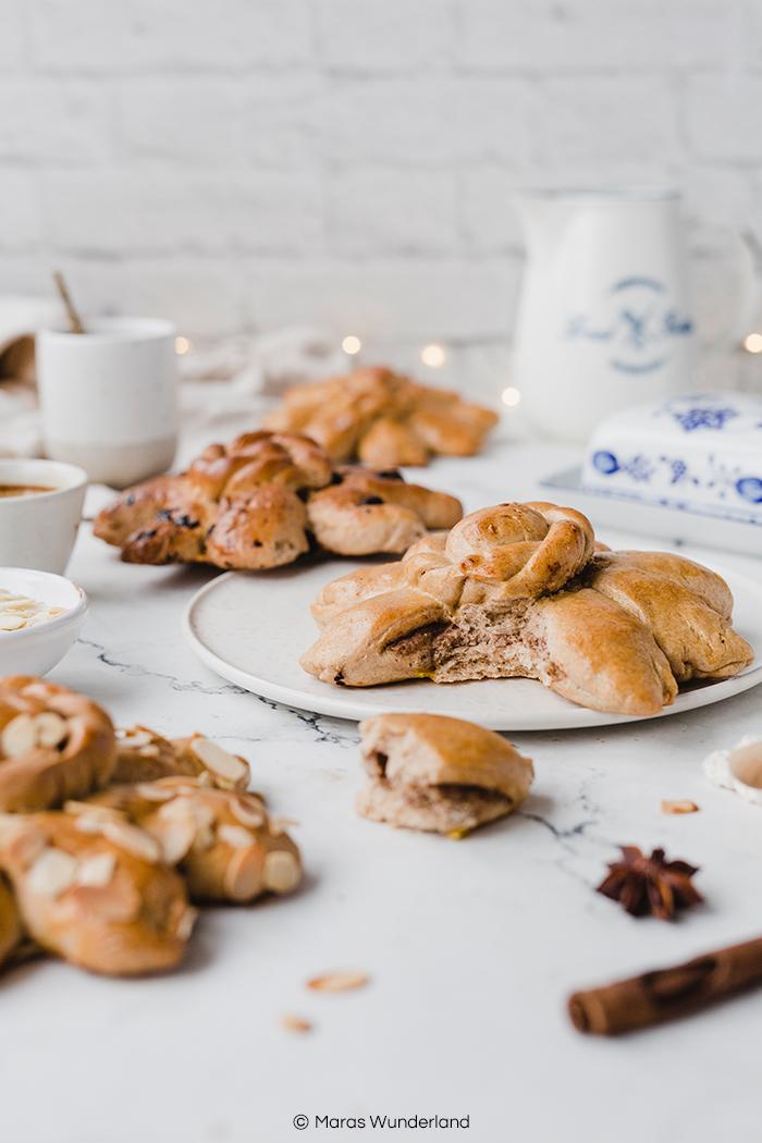 Rezept für Reutlinger Mutscheln. Ein klassisches Gebäck zur Weihnachtszeit bis in den Januar hinein. Aus Hefeteig. Bei mir mit Nussfüllung und Schokolade. • Maras Wunderland #reutlingermutscheln #mutscheln #hefesonne #hefegebäck #maraswunderland