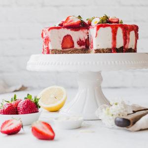 Vegane Erdbeer-Kokos-Torte