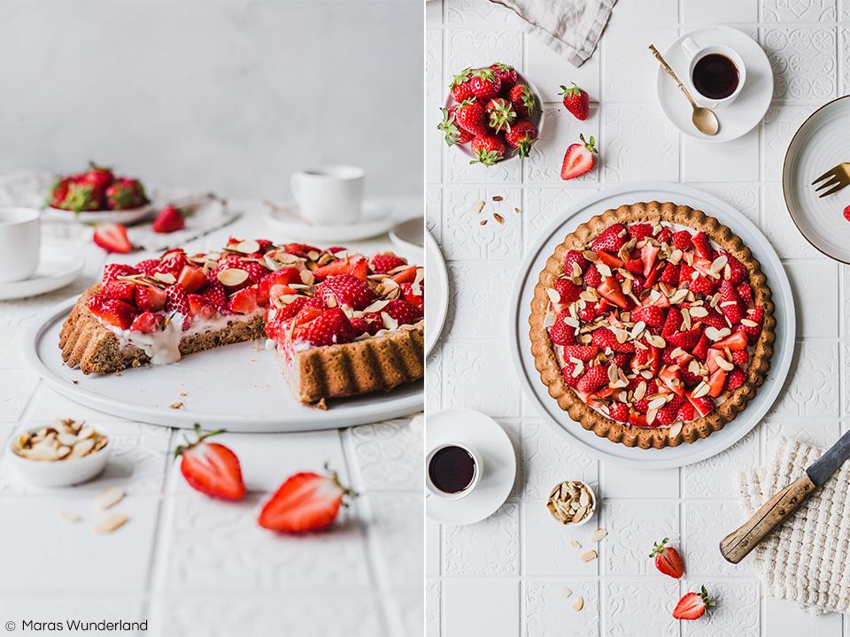 Veganer Erdbeerboden mit Mandelcreme. Ein schnelles und einfaches Rezept für den Frühling. Abgewandelter Klassiker in gesund. • Maras Wunderland #erdbeerboden #erdbeerkuchen #obstboden #strawberrycake #maraswunderland #vegan #gesundbacken