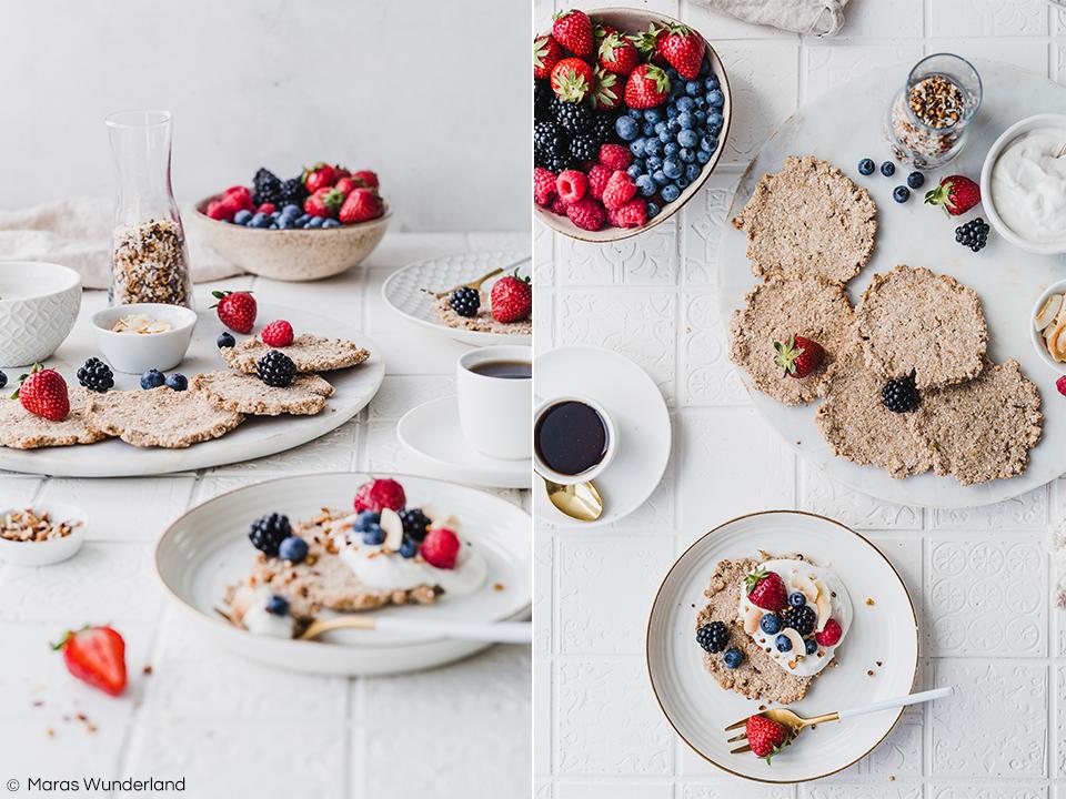 Vegane Hafertaler mit Vanillecreme. Glutenfrei und gesund. Ein schnelles und einfaches Rezept für ein leckeres Frühstück, zum Brunch oder als Dessert. • Maras Wunderland #veganersnack #hafersnack #vegansnack #snack #gesundesfrühstück #frühstück #breakfast #brunch