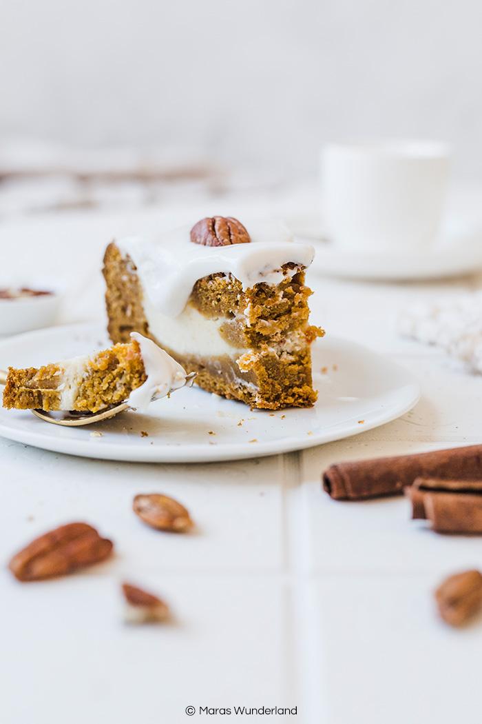 Gesünderer Kürbis-Käsekuchen mit Kürbisteig und Käsekuchenmasse. Ein einfaches Rezept für einen Herbstkuchen. Saftig und aromatisch. • Maras Wunderland #pumpkincheesecake #cheesecake #kürbiskäsekuchen #kürbiskuchen #käsekuchen