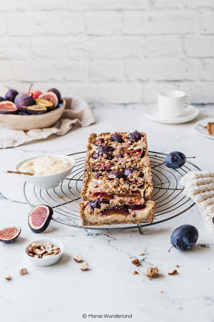 Vegane Grieß-Tarte mit Zwetschgen, Feigen & Äpfeln. Ein einfaches Rezept für einen saftigen Herbstkuchen. • Maras Wunderland #griesstarte #zwetschgenkuchen #tarte #applecake #vegan #veganerezepte