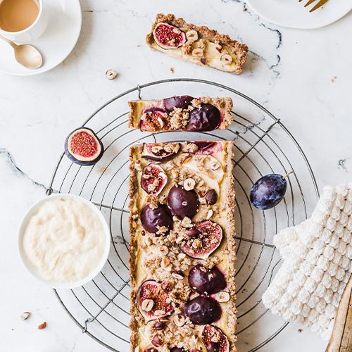 Vegane Grieß-Tarte mit Zwetschgen, Feigen & Äpfeln