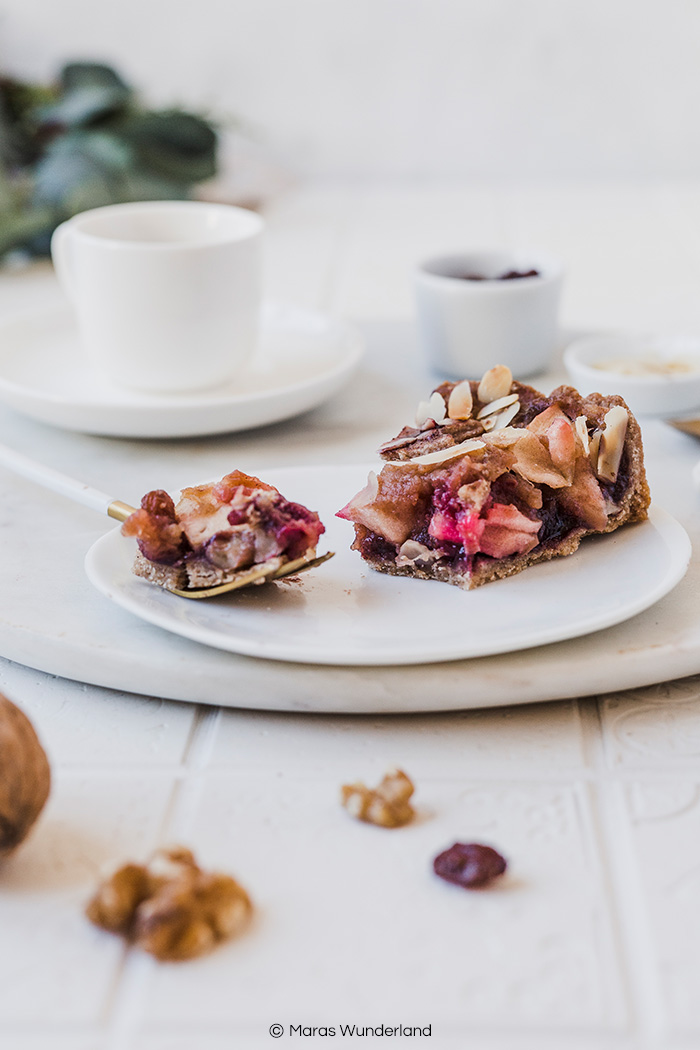 Vegane Bratapfel-Tarte. Ein easy peasy Rezept für die Weihnachtszeit. Gesund backen ist so einfach! • Maras Wunderland #vegan #veganbacken #bratapfel #bratapfeltarte #weihnachtskuchen #christmascake