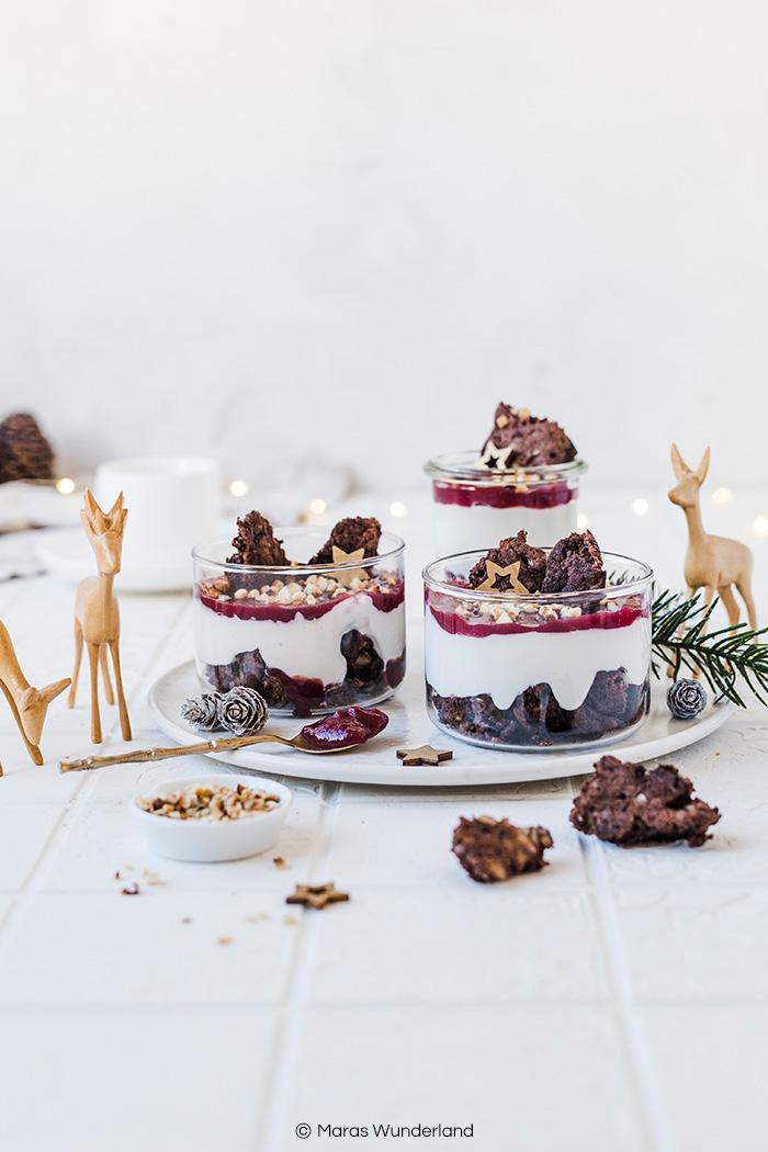 Glutenfreier Himbeer-Schoko Cheesecake im Glas. Saftig, cremig und gesünder. Perfekt für Weihnachtsfest. • Maras Wunderland #weihnachtsdessert #christmasdessert #nachtisch #glutenfrei