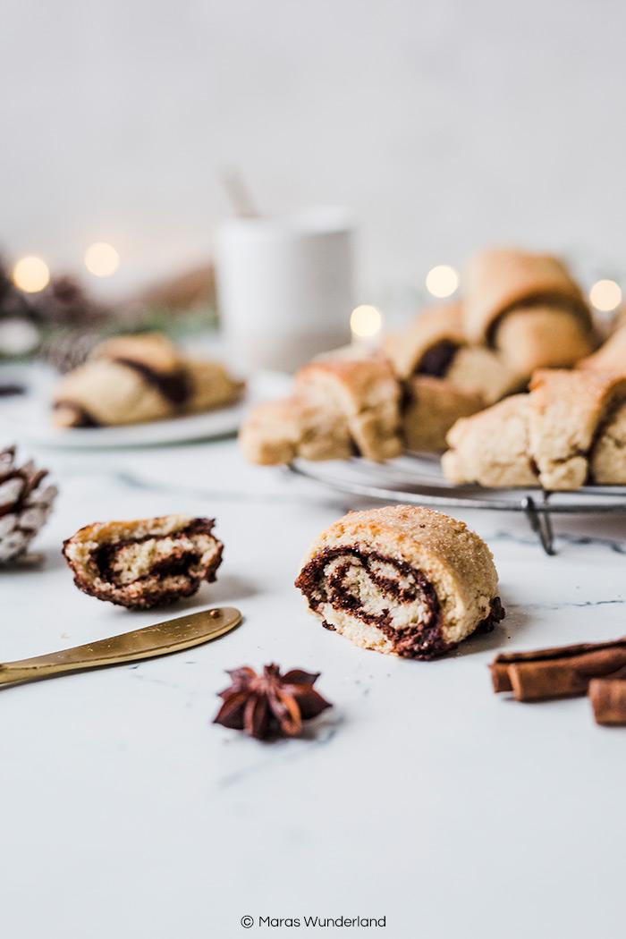 Vegane Zimt-Hörnchen. Schnell und einfach gemacht. Perfekt fürs Weihnachtsfrühstück. • Maras Wunderland