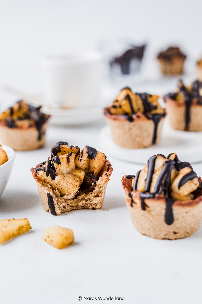 Vegane Mini-Apfelmuffins ohne Zucker. Glutenfrei und RESET geeignet. Schnell gemacht und perfekt für Kinder. • Maras Wunderland #applepies #apfelkuchen #muffins