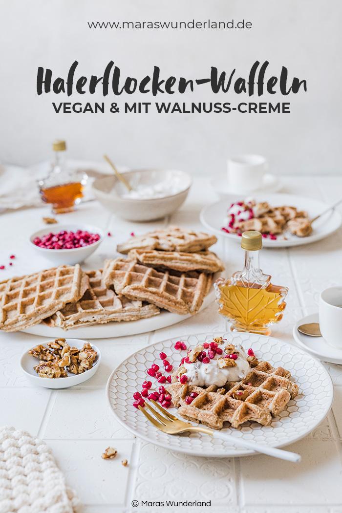 Glutenfreie und vegane Haferwaffeln. Ein schnelles und einfaches Rezept ohne Mehl. Mit Ahornsirup gesüßt. • Maras Wunderland #waffles #breakfast #frühstück #glutenfree #gesunderezepte #healthyrecipes