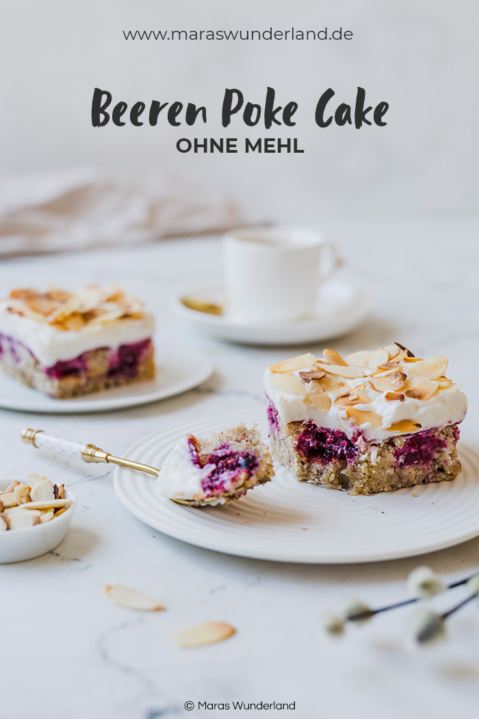 Einfaches Rezept für glutenfreien Beeren Poke Cake. Perfekt für Geburtstage und zu Ostern. Mit Gelinggarantie. • Maras Wunderland #osterkuchen #eastercake #glutenfrei #glutenfree